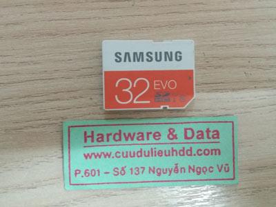 The nhớ Samsung 32GB đòi format
