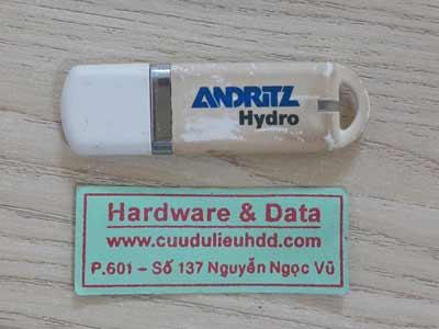 20-7 USB 8GB mất dữ liệu