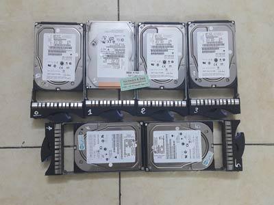 8836 Server IBM ổ